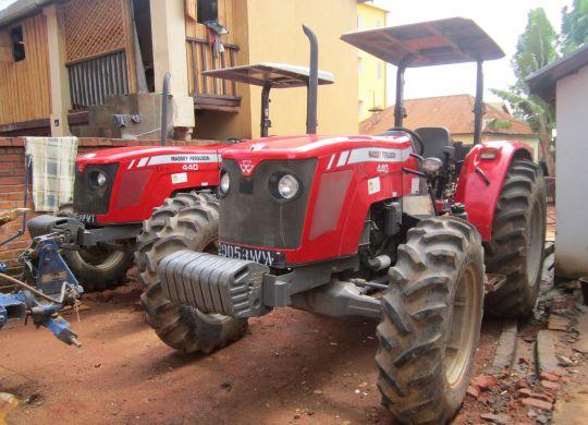 Tracteur labour Adiafo